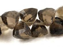 Бусина - раух топаз треуг. формы 8 (+-0.2) мм.