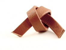 Кожаный шнур плоский двухсторонний  7.5х2.5 мм,  для украшений Handmade, цвет-коричневый матовый, плотный, средней жесткости.