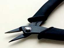 Плоскогубцы-узкогубцы с черным антибликовым покрытием