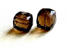 Топаз раух тёмный кубик ограненный 7.5-8 мм.
