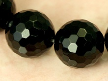 Бусина-натуральный агат, граненый,форма шар, цвет-черный, размер–11,8-12 мм.