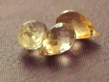 Камень-цитрин натуральный, бриолет (капля). Цвет-золотисто-желтый, чистый, сочный. Размер-10х6,5 мм.