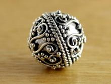 Бусина серебряная с чернением, ручной работы, размер-11.5х11.5 мм. вн. отв. 1.6 мм., состав-серебро 925 (92.5%). Цена за-1 шт.