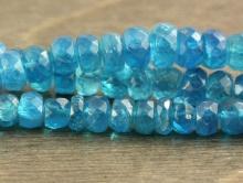 Камень-апатит натуральный, бусина-рондель ограненная, очень красивый цвет-яркий, сине-голубой теплый, прозрачный. Размер ширина и высота по нити-5х3 (+ 0,4) мм.