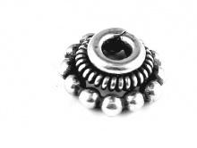 Шапочка для бусины из серебра ручной работы. Размер-7.5х3.5 мм. внутреннее отверстие 2.3 мм.  Материал-серебро 925 пробы.