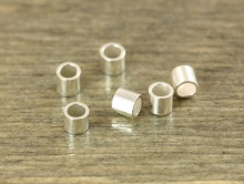 Сильвер-филд бусина кримп на тросик  2х2 мм. с вн. отв. 1.3 мм.