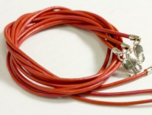 Кожаный шнурок с замком 925 пр. (цв. коралл)