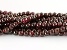 Бусина шарик 4 мм. полированная, камень-натуральный красный гранат (альмандин), цвет-темно-вишневый, полупрозрачный.