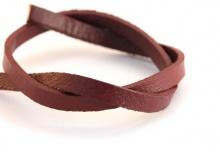 Кожаный шнур, плоский, ширина 4.2 мм, толщина 1,6 мм, цвет коричнево-бардовый приглушенный, плотный, приятен на ощупь.