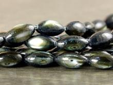 Бусины полированные из натурального перламутра,  цветтемный -серый с перламутровым отливом, Форма-рис (овальная гладкая)