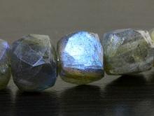 Бусина огранённая, натуральный камень-лабрадор ручной огранки, цвет-серый с сине-голубым переливом на каждой бусине,