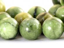 Бусина круглая, гладкая, натуральный камень-нефрит (уральский), диаметр–12 мм., внут.отв.-1,1 мм, цвет-зелёный