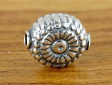 Бусина декоративная серебряная изготовлена из серебра 925 пробы. Форма-овал плоский.