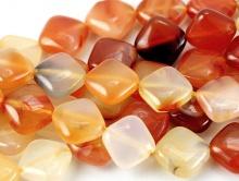 Бусины-камень сердолик натуральный, форма ромб плоский гладкий.