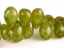 Бусины формы огранённого бриолета, камень-гроссуляр (гранат зелёный) ручной огранки.Цвет-сочный зеленый, тёплый-полупрозрачный