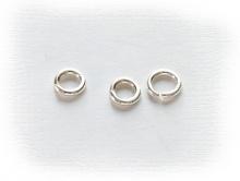 Колечко соединительное открытое серебряное, материал-серебро 925 пробы (92.5 %), размер –4х0.7 мм. Используется для создания украшений
