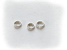 Колечко соединительное открытое серебряное, материал-серебро 925 пробы (92.5 %), размер –3х0.7 мм.