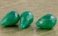 Бусина бриолет огранённый, камень -хризопраз натуральный. Цвет -изумрудно-зеленый не светлый,
