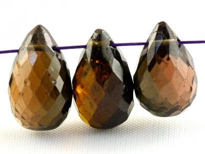 огранённая форма-бриолет камень натуральный-турмалин, цвет-янтарно-зеленый, темный, с бурым оттенком,
