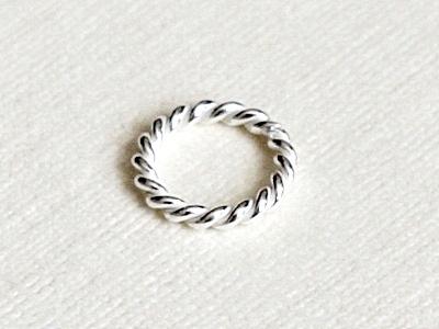 Колечко витое соединительное серебряное белое,  закрытое. Материал-серебро 925 пробы. Используется как декоративный элемент для создания украшений Handmade