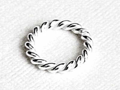 Колечко витое соединительное серебряное белое,  закрытое.