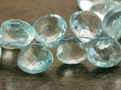 камень топаз голубой, бусина огранённая формы лепесток, цвет голубой прозрачный чистый