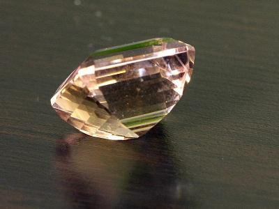 Вставка огранённая крупная в перстень из природного камня-аметрин (аметист и цитрин в одном кристалле),