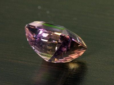 Вставка огранённая крупная в перстень из натурального камня-аметрин (аметист и цитрин в одном кристалле),