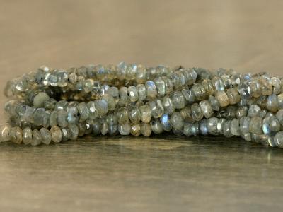 Бусина формы рондель, камень натуральный-лабрадор, цвет-серый с зелёно-голубым переливом. Размер средний-4х2.4 +-0.2 мм..