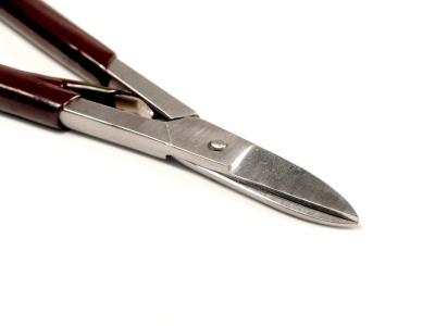 Эти удобные ножницы отлично подходят для резки и вырезания различных фигур из бланков листового металла: латунь, медь от 0.3 до 0.6 мм