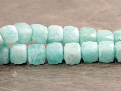 Бусина огранённая -камень амазонит натуральный, цвет-нежный бирюзово-голубой, размер кубика -7 (+-0,2) мм.