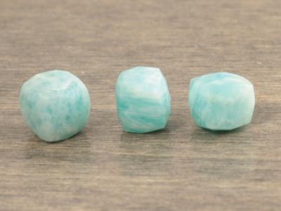 Бусина огранённая  кубик ограненный-камень амазонит