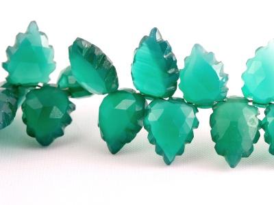 Бусина резная формы огранённого листа (ручная обработка), цвет изумрудно-зелёный