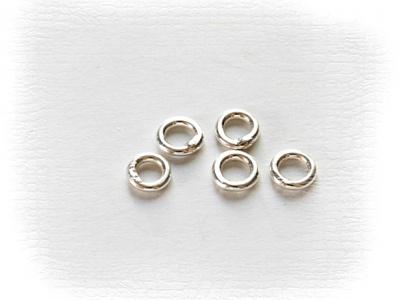 Колечко соединительное закрытое, материал-серебро 925 пробы (92.5%), размер-3х0.5 мм.