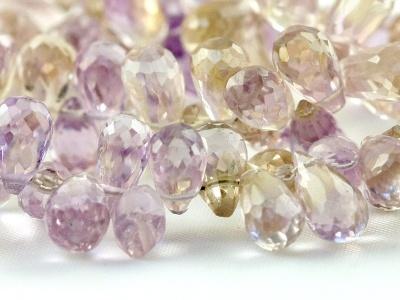 Бусина формы маленького ограненный бриолет (тонкая капля), камень-аметрин природный (натуральный) ручной огранки.