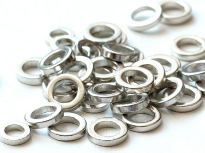 Колечко соединительное закрытое, плоское. Размер–4х1.0 мм, вн.отверстие 3 мм. Цвет-серебро, (производитель Китай).