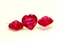 Бусина огранённая из красной шпинели, камень-благороднаяшпинель (искусственно выращенная).Цвет-красно-розовый, средний размер-7.5х7.5х4.5 (+-0.5) мм.