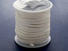 Мягкий кожаный плоский двухсторонний шнур отличного качества  ширина/толщина 3х1 мм, цвет-молочно-белый.