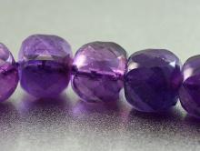 бусина из аметиста  ограненная формы кубик, цвет-глубокий фиолетовый насыщенный, прозрачный на просвет,