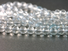 Нить бусин, форма-шарик круглый, камень натуральный-топаз (природный), цвет-прозрачный с очень легким голубым оттенком.