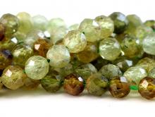 Нить бусин огранённых форма шарик 3 мм. Камень натуральный-гроссуляр (гранат зеленый), хорошая огранка.