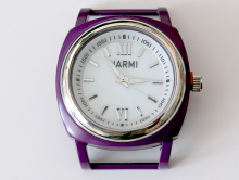 Кварцевые часы HARMI, цвет корпуса фиолетовый, цыферблат белый с серебристой отделкой, диаметр 39.8 мм. общий размер с отверстиями под ремешок-50 мм. отверстие для ремешка или браслета 18.5 мм.х5.4 мм.