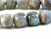 Камень-лабрадор натуральный, форма бусин-кубик огранённый.Цвет-серый с переливом зелено-голубым,