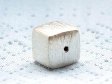 Бусина серебряная кубик с красивой шероховатой поверхностью,