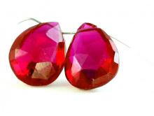 Бусина формы лепестка огранённого. Камень-благородная красная шпинель (искусственно выращенная).