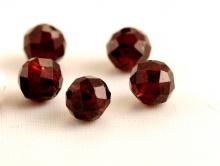 Бусина огранённая, камень натуральный-гранат альмандин. Цвет-красно-вишневый внутреннее отверстие 0.45 мм.,