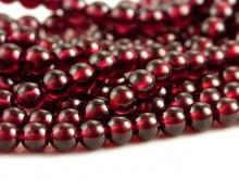 Бусина шарик 4 мм. полированная, камень-натуральный красный гранат (альмандин), цвет-красный с вишнёвым оттенком, прозрачный.