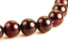 бусины цвет-темный, красно-вишневый, прозрачный, диаметр 6 мм. внутреннее отверстие 0.85 мм.  Цена за -1 шт.