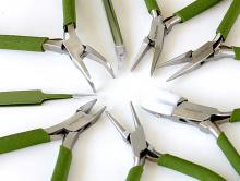 Набор ручных инструментов для ювелира в который входят 8 предметов: