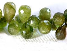 Бусина огранённая формы бриолет, камень натуральный турмалин, цвет-теплый зеленый не тёмный